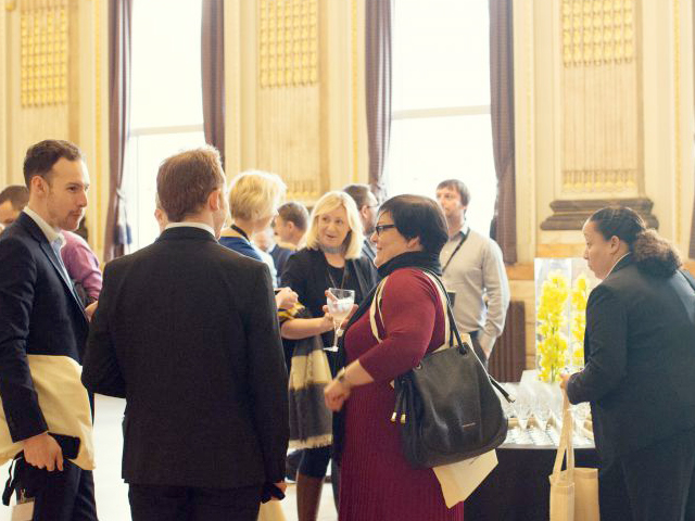 DELEGATES NETWORK IN THE MAIN HALL